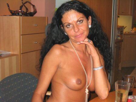Passez un moment torride avec une femme infidèle sexy
